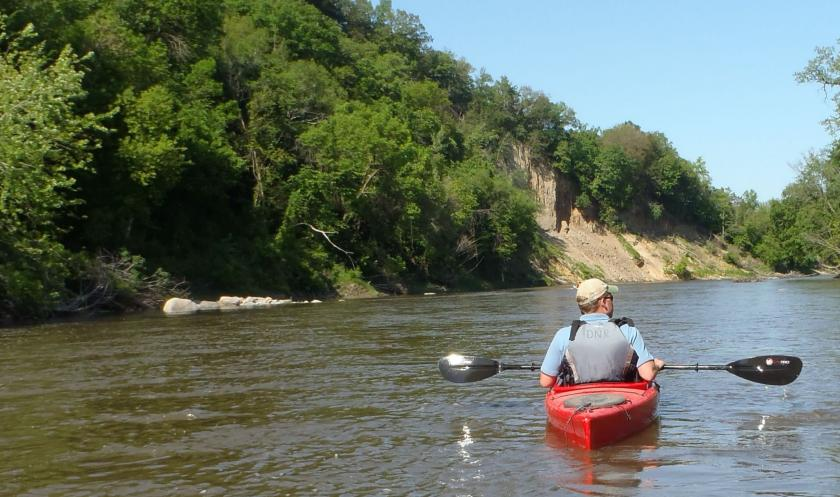 canoe on Le Sueur River