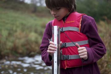 Citizen volunteers measure the clarity of lakes and streams, collecting valuable data the MPCA uses to make decisions on watershed protection and restoration.